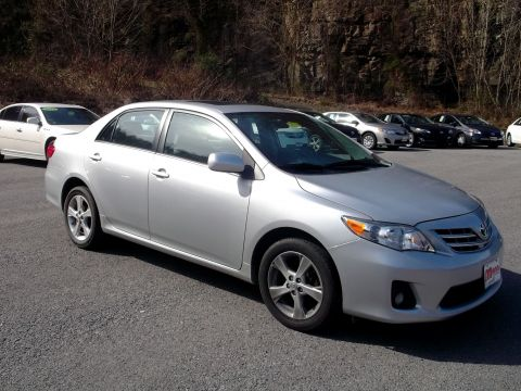 Pre-Owned 2013 Toyota Corolla  Front-wheel Drive Sedan