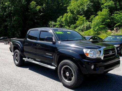 Pre-Owned 2006 Toyota Tacoma Base V6 4x4 Truck Double-Cab