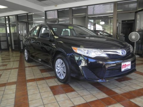 Pre-Owned 2012 Toyota Camry Hybrid  Front-wheel Drive Sedan