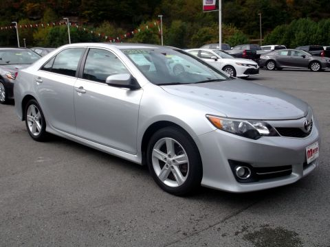 Pre-Owned 2013 Toyota Camry  Front-wheel Drive Sedan