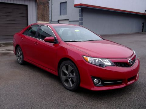 Pre-Owned 2012 Toyota Camry L Front-wheel Drive Sedan