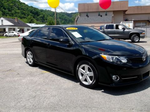 Pre-Owned 2014 Toyota Camry  Front-wheel Drive Sedan