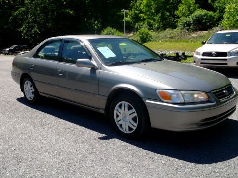 Pre-Owned 2001 Toyota Camry  Front-wheel Drive Sedan