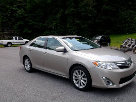 Pre-Owned 2013 Toyota Camry XLE V6 Front-wheel Drive Sedan