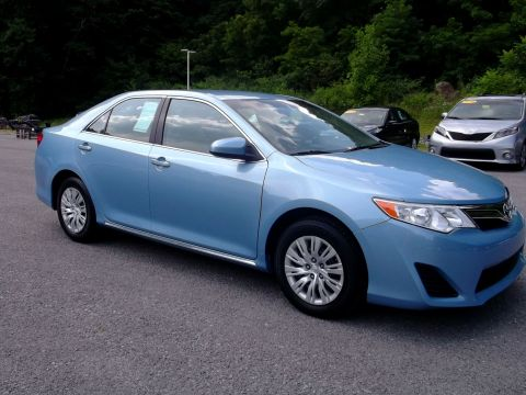 Pre-Owned 2012 Toyota Camry  Front-wheel Drive Sedan