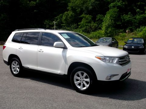 Pre-Owned 2013 Toyota Highlander 4WD Plus V6 AWD