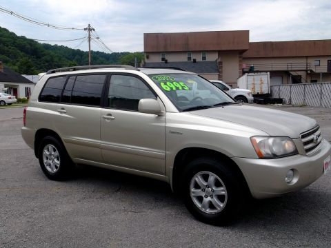 Pre-Owned 2003 Toyota Highlander  AWD