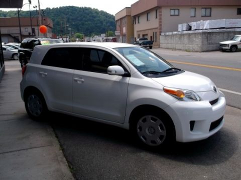 Pre-Owned 2010 Scion xD  Front-wheel Drive Hatchback